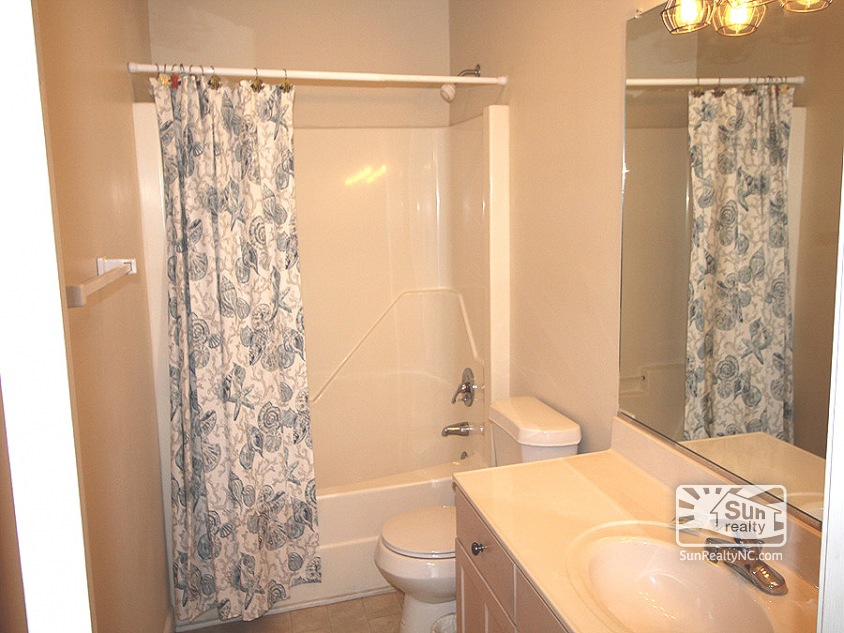 Mid Level Queen Master Bath
