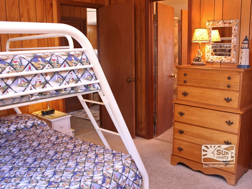 Pyramid Bunk Bedroom