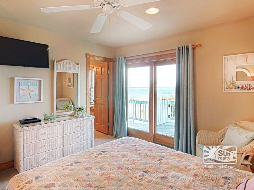 Queen Master Bedroom with Sound and Sunset Views