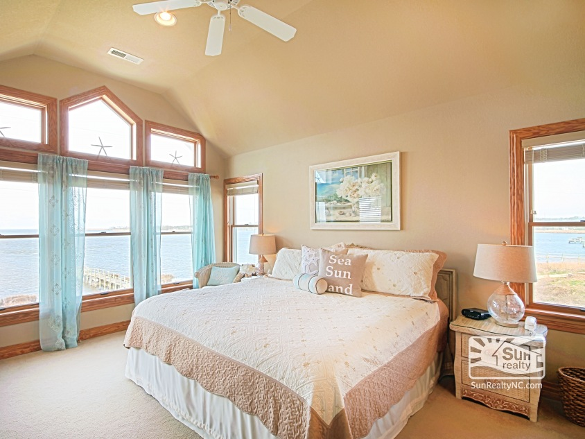 Top-Level King Master Bedroom w/ Sound and Sunset Views