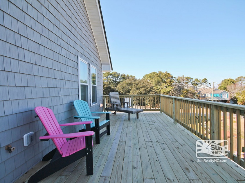 Deck Seating on Rear Top-Level Deck