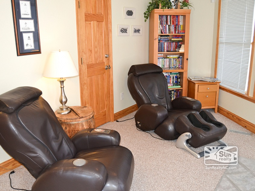 Mid-Level Sitting Area with Massage Chairs