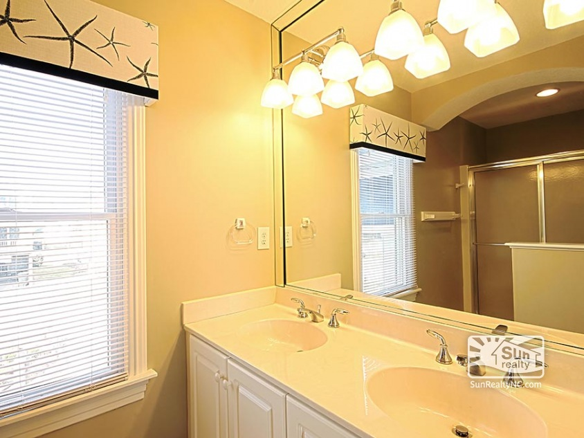 Queen Master Bathroom