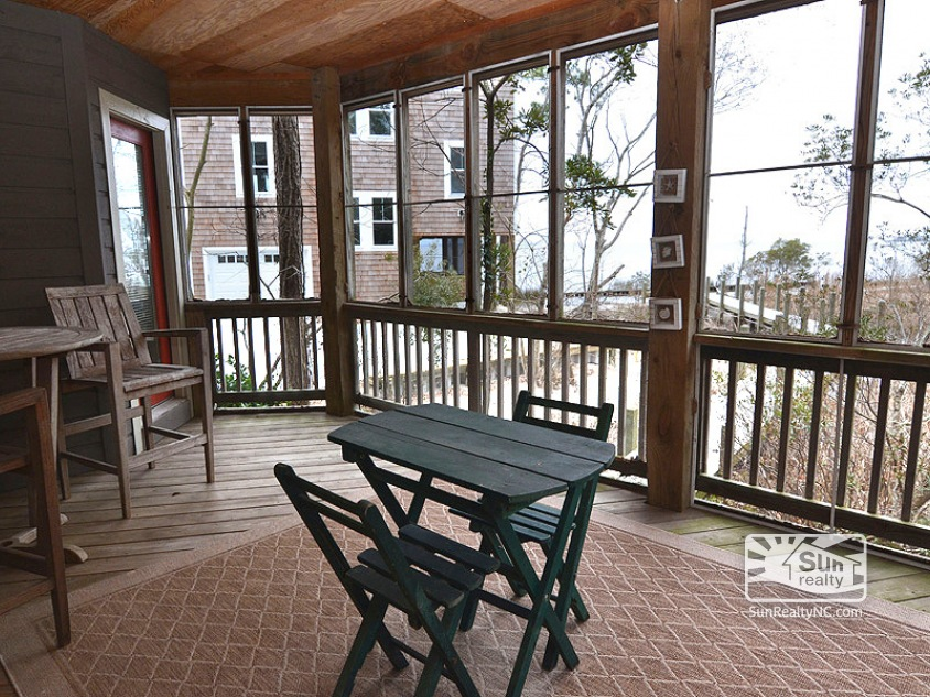 Mid Level Screened-In Porch