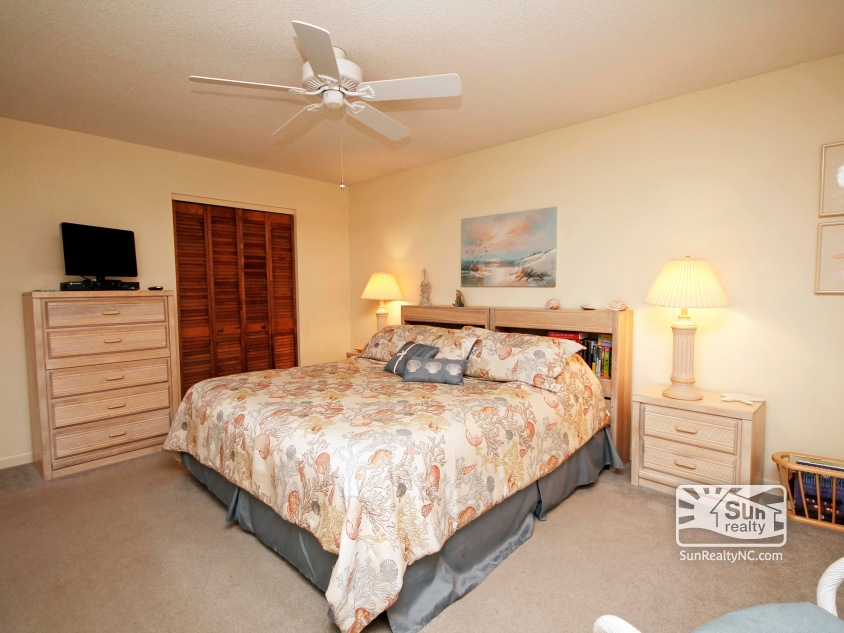 Duck cos 218 outer banks vacation rentals Master bedroom for rent escondido