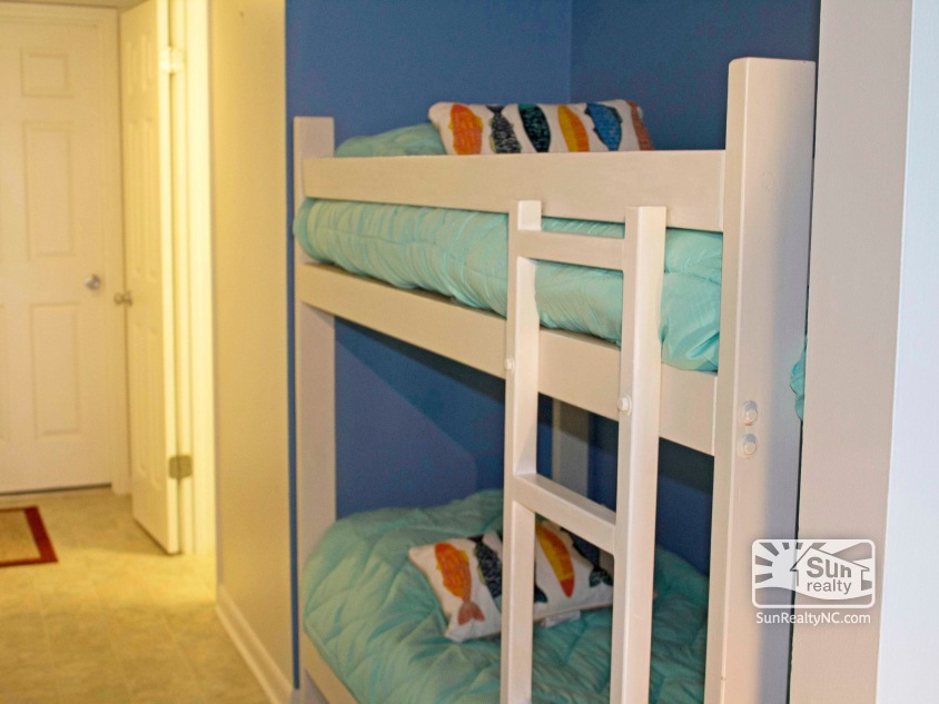 Bunk Bed in Entrance Alcove