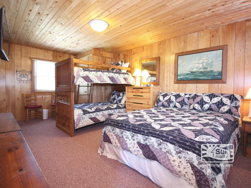 Entry-Level Queen and Bunk Bedroom