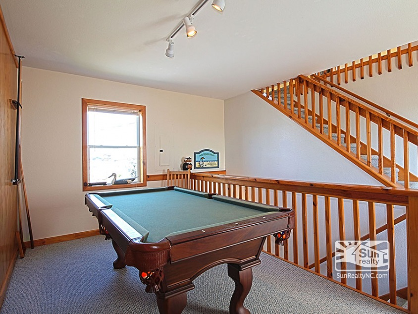 Mid-Level Landing w/ Pool Table