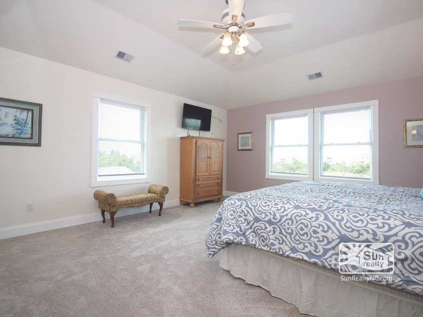 Mid-Level King Master Suite