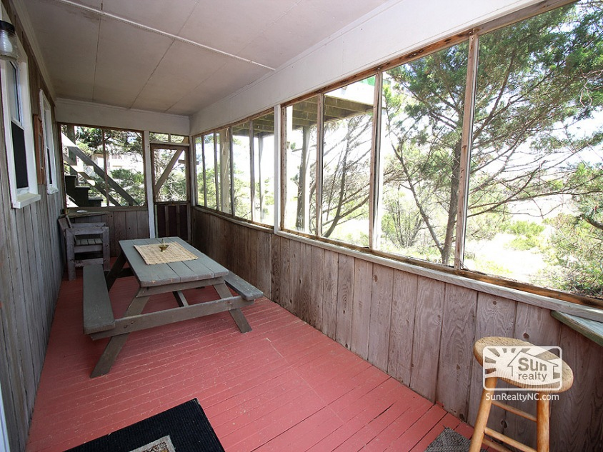Screened-In Deck with Seating